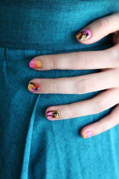 Desert palm tree nail-art DIY