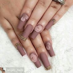 Opting for bright colours or intricate nail art isn't a must anymore. This year, nude nail designs are becoming a trend. Here are some nude nail designs. Glam Nails, Hot Nails, Nude Nails, Matte Nails, Beauty Nails, Hair And Nails, Best Acrylic Nails, Acrylic Nail Art, 3d Nails Art