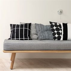 Pienet Kivet cushion cover - black-white - Marimekko