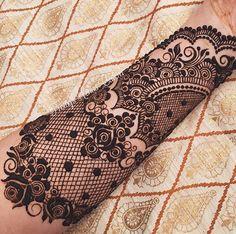 Lace Henna by Love it! Lace Henna by Love it! Henna Hand Designs, Unique Mehndi Designs, Beautiful Mehndi Design, Henna Tattoo Designs, Bridal Mehndi Designs, Bridal Henna, Mehndi Tattoo, Henna Tattoos, Lace Sleeve Tattoos