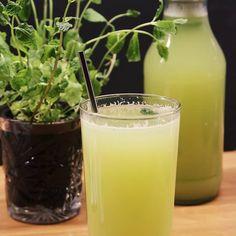 detox drinks to cleanse Detox Juice Recipes, Detox Drinks, Detox Juices, Juice Cleanse, Cleanse Recipes, Cleanse Detox, Drink Recipes, Different Fruits And Vegetables, Veggie Juice