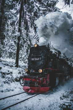 Amazing Travel Landscape Photography by Johannes Hulsch Johannes Hulsch is a pretty talented landscape and travel photographer, drone pilot and student currently based in Leipzig, Sachsen, Germany. Photography Winter, Landscape Photography, Nature Photography, Fotografia Macro, Photos Voyages, Christmas Aesthetic, Travel Aesthetic, Christmas Wallpaper, Train Travel