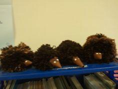 Egeltjes gemaakt van pompoenen.  Gemaakt door kinderen OBS Woold. Zelf bedacht. Herbs, Craft Work, Herb, Spice