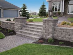 Beautiful stairway using the Highland Stone Retaining Wall System Outdoor Steps, Outdoor Landscaping, Front Yard Landscaping, Driveway Landscaping, Retaining Wall Steps, Backyard Retaining Walls, Garden Stairs, Garden Floor, Landscape Lighting Design