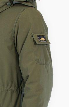 Sleeve pocket detail