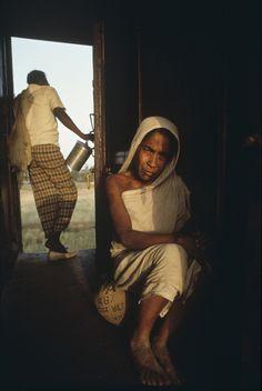 The Lives we Live - Dhaka, Bangladesh - Steve McCurry Robert Doisneau, Color Photography, Film Photography, Documentary Photography, Steve Mccurry Portraits, Steeve Mc Curry, Vivre A New York, World Press Photo, American Awards