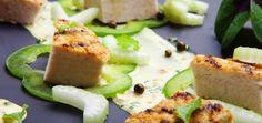 Sałatka z grillowanej piersi kurczaka ze świeżym ogórkiem, papryką i jogurtowym sosem curry Konrada Birka
