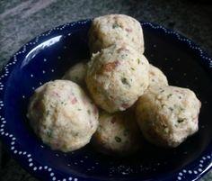 Semmel-Kartoffelknödel mit Speck