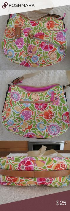 💥Lily Bloom 💥Crossbody 💥Never used,been hanging around my closet a while.💥Please use pics for general overall condition All questions Welcome I want us both to be happy with transaction😊 Lily Bloom Bags Crossbody Bags