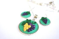 necklace and earings quilled grapes