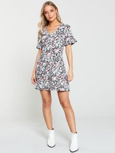 V By Very Textured Printed Jersey Tea Dress - Ditsy Print Flippy Skirts, Floral Tea Dress, High Leg Boots, Ditsy, Long Toes, Size 8 Dress, Ruffle Sleeve, Dress Outfits, Dresses