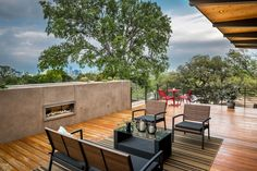 Diseño de terraza con chimenea