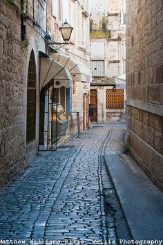 Photo-of-narrow-cobbled-streets-in-Trogir-Dalmatian-Coast-Croatia-Europe-dsc-6429.jpg 500×750 pixels