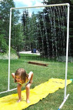 Lassen Sie die Kinder schön mit Wasser spielen! SUPER KÜHLE Selbstmachsprinkler, mit denen die Kinder viel Spaß haben werden! - DIY Bastelideen
