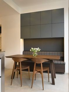 Love the clean lines of the cabinets.  Could use for upper cabinets in laundry room? Contemporary Kitchen by Roundhouse