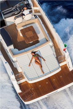 Absolute Luxury Yachts 40STL