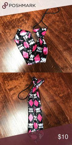 Black necktie with skulls and pink diamonds hearts New, never worn, child's necktie. Accessories Ties