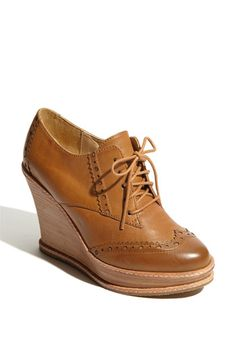 Ive been wanting these shoes for so long now...I hope to find them one day on the sale rack :)