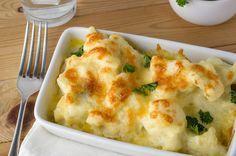 Receta fácil para hacer una coliflor gratinada con queso suave y sabrosa ideal para acompañar todo tipo de platos o para servir como entrante.