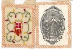 Escapulario de la  VIRGEN DE LA MERCED   con el Escudo, que es el de la Casa Real de Aragón.