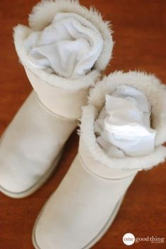 How to clean Uggs Ugg Boots With Bows, Ugg Boots Cheap, Ugg Boots Outfit, Ugg Style Boots, Uggs, Vegan Boots, Shearling Boots, Fur Boots, Sheepskin Boots