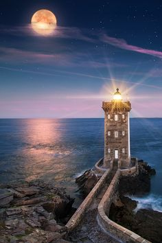 #Lighthouse - Chobbit Hobbit's Nature Corner — enantiodromija: Sunrise and Moonset by İlhan... http://www.roanokemyhomesweethome.com/