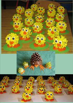 Creació de pasqua feta per infants de 4 a 6 anys. Els ulls i el bec són de plastilina, les potes estan fetes amb plastilina enganxada sobre ...
