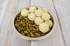 These simple mashed potato bites are so easy to make! Only one ingredient. The perfect addition to your pup's kibble! Sure to induce profuse Dog Biscuit Recipes, Dog Treat Recipes, Dog Food Recipes, Potato Dog, Potato Bites, Homemade Dog Treats, Healthy Dog Treats, Vegan Dog Food, Easy Mashed Potatoes