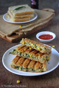 Grilled Corn and spinach sandwich recipe with step by step photos .I always look for various sandwich recipes as they are filling and ca. Veg Burgers Recipe, Vegetable Sandwich Recipes, Vegetarian Sandwich Recipes, Burger Recipes, Snacks Recipes, Corn Sandwich, Baked Plantains, Paratha Recipes, Chaat Recipe