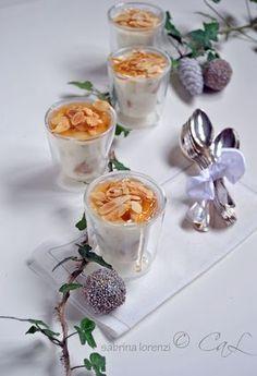 Bicchierini di crema di ricotta al panettone con gelatina di Recioto e mandorle tostate