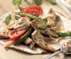 Sizzling Fiesta Chicken Fajitas Recipe │ Savory chicken and crunchy vegetables marinated and grilled to bring you this delicious Mexican inspired meal. Fiesta Chicken, Chicken Fajita Recipe, Chicken Fajitas, Marinated Chicken, Chicken Recipes, Mayo Chicken, Easy Meals, Freezer Meals, Simple Meals
