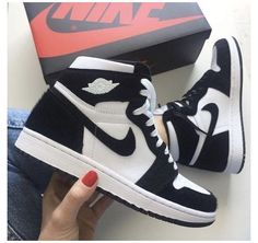 Dr Shoes, Cute Nike Shoes, Swag Shoes, Cute Sneakers, Nike Air Shoes, Hype Shoes, Nike Air Jordans, Me Too Shoes, Sneakers Nike