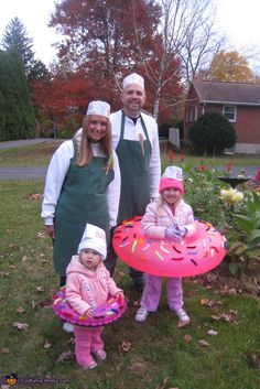 Complete your halloween celebration with these easy and simple DIY Halloween Costumes. Use your daily items to make an impressive halloween costume. Sibling Halloween Costumes, Purim Costumes, Food Costumes, Creative Costumes, Halloween Costume Contest, Homemade Costumes, Family Halloween, Holidays Halloween, Halloween Diy