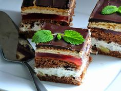 Na słodko, ciasto Ambasador w mojej wersji bez kremu budyniowego lecz z serkiem mascarpone. Na blogach kulinarnych znalazłam wiele przepisów...