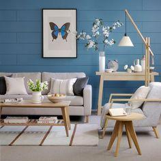 Cool blue living room - like the walls