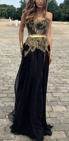 Gorgeous gold and black strapless gown with lace details #gold #goldblack #dress