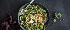 Granaattiomenasalaatin kruunaa paistettu vuohenjuusto ja ihana minttuvinaigrette. Tarjoa salaatti juhlavana alkuruokana tai lisäkkeenä. Noin 4,75€/annos* Christmas Cooking, Vinaigrette, Avocado Toast, Green Beans, Salads, Baking, Vegetables, Breakfast, Ethnic Recipes