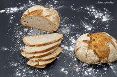 Dieses kleine Bauernbrot ist angelehnt an das typisch französische Pain de Campagne. Es ist ein rundes, kleines Brot mit einer mehligen Kruste.