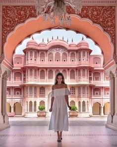 When exploring Jaipur it is quickly clear why it is known as the pink city. Every building within the historic centre is painted in the… Jaipur Travel, India Travel, Over The Top, Travel Pictures, Travel Photos, Travel Pose, Pink Mosque, Weather In India, Namaste India