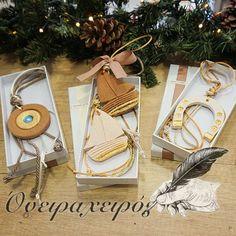 Κεραμικά κρεμαστά γούρια σειρά economy σε λευκό κουτί δώρου Company Gifts, Lucky Charm, Amelie, Projects To Try, Greek, Gift Wrapping, Charmed, Ceramics, Christmas