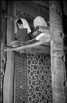 IRAN. Isfahan. 1956. Girls knotting a carpet. Inge Morath