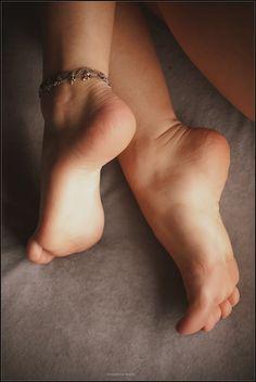 https://flic.kr/p/e6G1M5 | small cute girl's feet