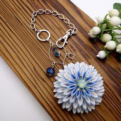 つまみ細工 はんなりバッグチャーム 「月咲花」ブルー
