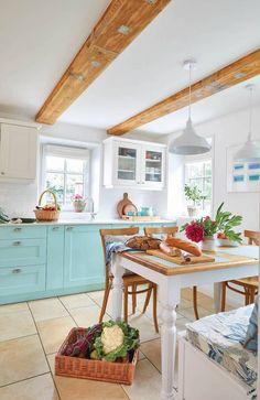 Za niebieskimi drzwiami: eko życie w 150-letnim, przysłupowym domu   Werandacountry.pl Kitchen Decor, Table, Furniture, Home Decor, Decoration Home, Room Decor, Tables, Home Furnishings, Home Interior Design