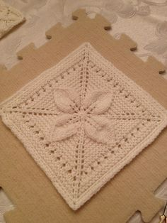Lucky Afghan Block - Free knitting Pattern - Gisella P. Leaf Knitting Pattern, Knitted Squares Pattern, Knitting Squares, Dishcloth Knitting Patterns, Knit Dishcloth, Crochet Motif, Knitting Stitches, Pattern Blocks, Free Knitting