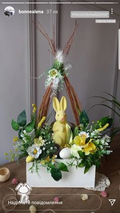 Easter Tree Decorations, Christmas Door Decorations, Easter Flowers, Diy Flowers, Spring Crafts, Easter Baskets, Easter Crafts, Happy Easter, Flower Arrangements