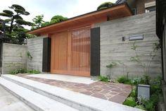 クローズエクステリア施工事例 / 門、和モダン、植物、ライティング、エントランス Japanese Gate, Japanese Modern House, Japanese Home Design, Traditional Japanese House, Entrance Design, Fence Design, Japan House Design, Tor Design, Home Cinema Room