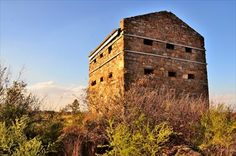 A most unusual feature of this type of blockhouse is a pair of angle bastions at diagonally opposite corners, which were designed to provide for the flanking fire along the walls, similar to the function of Machouli galleries on other patterns, but at ground level. This blockhouse was a two level structure with a lookout tower.Witkop Blockhouse - Boer Wars Memorials and Monuments on Waymarking.com Armed Conflict, Fortification, African History, How To Level Ground, Military History, Monument Valley, South Africa, Landscape Photography, Britain