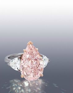 Tendance Joaillerie 2017  Important and Rare Pear-shaped Fancy Pink Diamond and Diamond Ring 7.93 carats  Tendance & idée Joaillerie 2016/2017 Description Important and Rare Pear-shaped Fancy Pink Diamond and Diamond Ring 7.93 carats