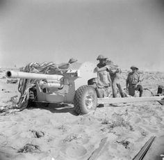 BRITISH ARMY NORTH AFRICA 1942 (E 18834)